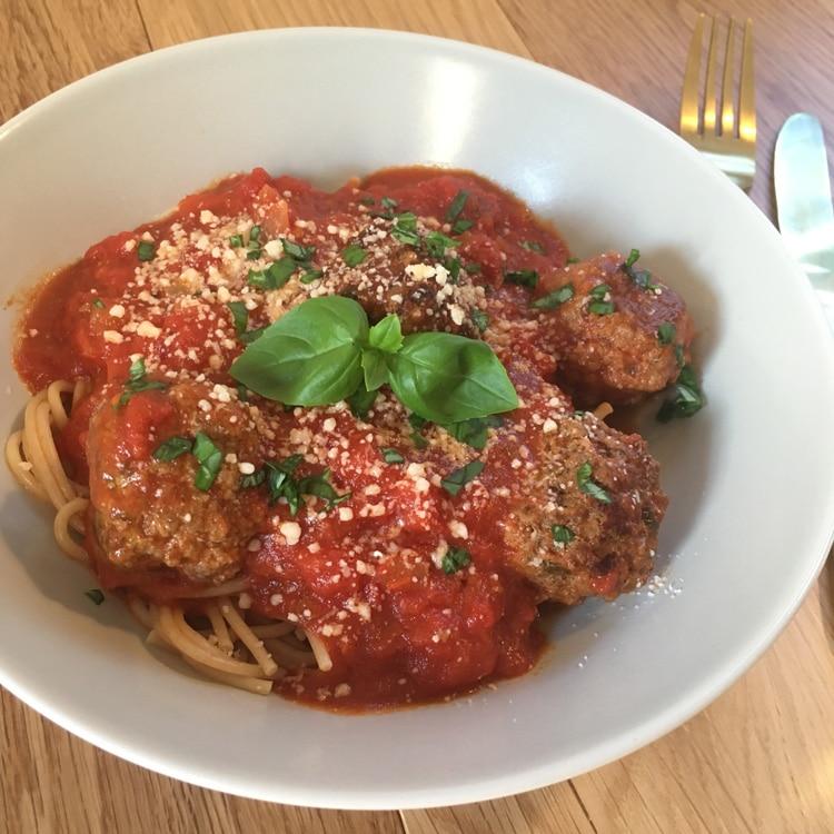 Kødboller i tomatsauce